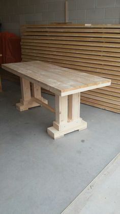 Tafel gemaakt van steigerhout. Diy Dining Table, Diy Farmhouse Table, Slab Table, Dinning Room Tables, Table Legs, Trestle Table, Cabin Furniture, Farmhouse Furniture, Furniture Projects