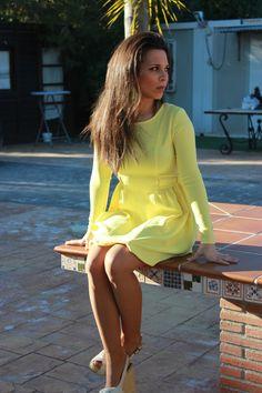 Vestido amarillo con lazos a los lados. Precioso para esta primavera!