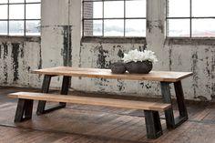 Stoere robuuste industriele tafel en bank - Rustic industrial table and bench