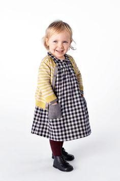 Petit Bateau : hiver 2012-2013 | MilK - Le magazine de mode enfant Cool Baby, Baby Kind, Little Girl Dresses, Little Girls, Girls Dresses, Baby Girls, Tartan, Plaid, School Dresses