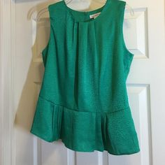"""LIZ CLAIBORNE SLEEVELESS PEPLUM TOP size medium This pretty emerald green sleeveless top can be worn with jeans, or for dress!  It features an invisible zipper in the back, pleated top, and a section of peplum (to cover that little """"bulge"""" we get as we get older!). This top is NWOT. Liz Claiborne Tops Blouses"""