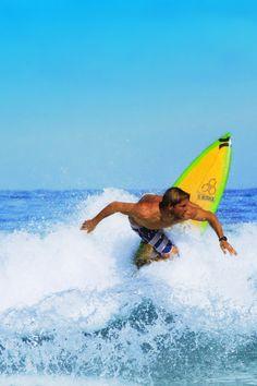 Yadin shredding on the North Shore