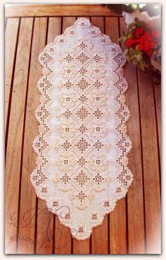 El goce de la aguja y el pincel Hardanger Embroidery, Cross Stitch Embroidery, Embroidery Patterns, Drawn Thread, Brazilian Embroidery, Fabric Yarn, Bargello, Cutwork, Crochet Doilies