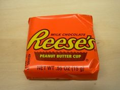 i'd sell a couple of kids for just one of these right now. Cup Logo, Retro Candy, Chocolate Peanut Butter Cups, Best Candy, Cocoa, Sweet Treats, Favorite Things, Scream, Childhood Memories