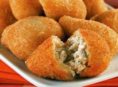 Coxinha de frango - Veja mais em: http://www.cybercook.com.br/receita-de-coxinha-de-frango.html?codigo=14259