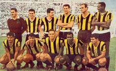 Penarol of Uruguay team group in First winners of the Copa Libertadores. International Football, Montevideo, Football Team, Abs, 1960s, Group, America, Retro, Breakfast Nook