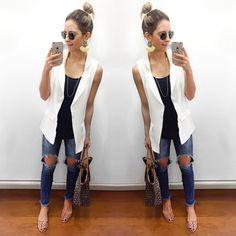 Lili Paiva. Sleeveless Blazer Outfit, White Vest Outfit, Blazer Outfits, Look Fashion, Girl Fashion, Fashion Outfits, Fashion Trends, Look Jean, Cool Outfits