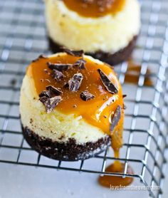 Salted Caramel Cheesecake Minis With A Chocolate Cookie Crust. Super easy and crazy delicious!