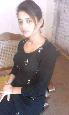 Desi Girl Image, Beautiful Girl Photo, Beautiful Girl Indian, Beautiful Girl Image, Beautiful Indian Actress, Girls Dp Stylish, Stylish Girl Images, Pakistani Girls Pic, Beauty Full Girl