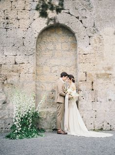 Elegant Italian Bridal Inspiration at La Badia Di Orvieto Hotel Romantic Wedding Photos, Wedding Poses, Wedding Pictures, Fine Art Wedding Photography, Wedding Photography Inspiration, Wedding Inspiration, Cotton Wedding Dresses, Bridal Session, Hawaii Wedding
