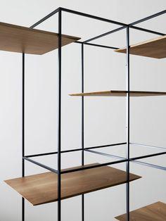 Ron Gilad es un diseñador israelí que hace un año que escribimos de él, estuvo exponiendo en la galería Dilmos durante la semana del diseño en Milán 2012 (aquí el post). Ahora, Gilad ha desarrollado una colección llamada TT. Esta colección empezó con una mesa, Tray Table, de donde nacen las siglas de la colección. …
