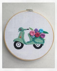 Moto bordada a mano  Embroidery hoop art ☺️ Hand Embroidery Dress, Hand Embroidery Videos, Floral Embroidery Patterns, Embroidery On Clothes, Simple Embroidery, Embroidery Fashion, Silk Ribbon Embroidery, Embroidery Hoop Art, Hand Embroidery Patterns