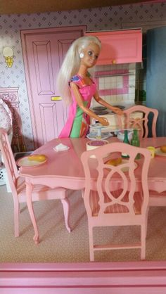 My First Sindy 1994 laying the table Barbie Kitchen, Sindy Doll, Barbie Furniture, Furniture Collection, Vintage Toys, Childhood Memories, Baby Dolls, Houses, Dining