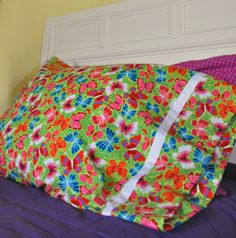 Easy Pillowcase Tutorial | Sew Mama Sew |Good for beginning sewing project with grandkids