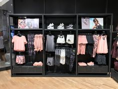 Clothing Store Interior, Clothing Store Displays, Clothing Store Design, Boutique Interior Design, Boutique Decor, Fashion Store Design, Visual Merchandising Displays, Store Layout, Retail Store Design