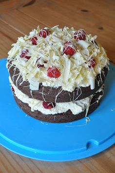 Cookies and Cakes and all things baked!: Double Chocolate and Raspberry cake
