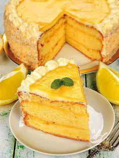 La Torta agli agrumi è un dessert fresco e profumatissimo: base al limone con deliziosa crema all'arancia. E per completare un velo di marmellata! #tortaallarancia #tortaagliagrumi