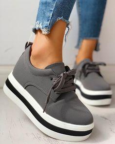 Colorblock Casual Platform Lace-Up Sneakers - Buy Shoes Yeezy Sneakers, Casual Sneakers, Sneakers Fashion, Casual Shoes, Shoes Sneakers, White Sneakers, Nike Shoes, Trend Fashion, Estilo Fashion
