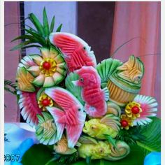 Isn't it strange how little kids are told not to play with your food but grown men and women play with it to make amazing sculptures (fruit art kids watermelon carving) L'art Du Fruit, Deco Fruit, Fruit Art, Fruit Cakes, Fresh Fruit, Fruit Salad, Fruit Sculptures, Food Sculpture, Veggie Art