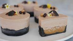 Chokladcheesecakebakelse med saltkolasås