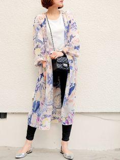 モノトーン × 花柄ガウン ❤   今日は夜に用事があるので、 これを防寒仕様にして…   行ってきまーす!🚃💨   今日は電車間違えないぞ!!    Tシャツ…UNIQLO ガウン…ディーホリック 黒スキニー…JEANASIS バッグ…plain clothing ブーツ…ZARA Hijab Fashion, Spring Summer Fashion, Fall Outfits, Kimono Top, Formal, Casual, How To Wear, Model, Pants