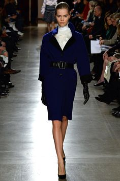 Arriving to a meeting in this outfit would rock. There might need to be another remake of the Thomas Crown affair to include this outfit. Oscar de la Renta Fall 2015 RTW Runway – Vogue