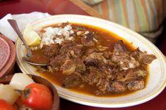 #Birria tatemada en #LagosdeMoreno, #Jalisco... @Candidman    Se elabora con carne de #Borrego, chivo o becerro con salsa de muchas especias y chiles cocinados al horno.