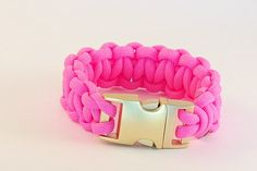 Paracord Armband *Neon Pink Gold* von hunderterlei auf DaWanda.com