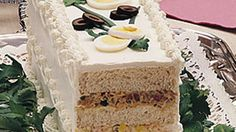 this Ribbon Sandwich Loaf for baby and wedding showers, birthdays and tea parties and is always a hit, I use a cranberry cashew chicken salad layer and a strawberry cream cheese layer Cheese Appetizers, Appetizers For Party, Appetizer Recipes, Loaf Recipes, Cake Recipes, Brunch Recipes, 70s Food, Tee Sandwiches, Ideas Sándwich