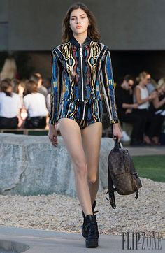 Paris in Palm Springs: see all the looks from Louis Vuitton Cruise Buro Australia Usa Website, Cruise Collection, Palm Springs, Sunnies, Latest Trends, Ready To Wear, Womens Fashion, Fashion Trends, Louis Vuitton