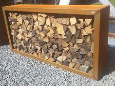 De by dens 500 houtopslag wordt geleverd in Cortenstaal. Door het open karakter droogt het hout optimaal. Ook als sidetable of afscheiding van het terras.