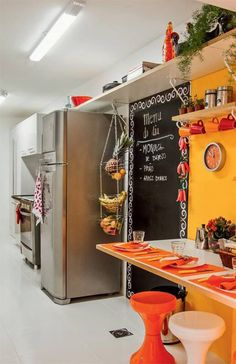 onde colocar frutas numa nano cozinha? a resposta é pendurar!