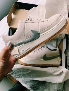 NIKE shoes sneakers street styles/outfit with Nike shoes/womens outfit style/air-forceNIKE shoes/outfit with Nike shoes/outfit style/sport/men/woman Sneakers Mode, Sneakers Fashion, Fashion Shoes, Shoes Sneakers, Sneakers Adidas, White Sneakers, Mens Fashion, Adidas Fashion, Shoes Men