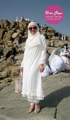 ideas for shabby chic fashion outfits beautiful Street Hijab Fashion, Abaya Fashion, Fashion Dresses, Muslim Women Fashion, Islamic Fashion, Stylish Dress Designs, Stylish Dresses, Hijab Gown, Modele Hijab