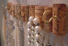 Wine cork necklace holder                                                                                                                                                                                 Mehr