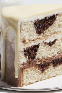 OH yum.my fave drink. A chocolate layer, vanilla lay… White Russian Cake Recipe. Oh yum.my favorite drink. A chocolate layer, vanilla layer, Kaluha soak. Frosting Recipes, Cake Recipes, Dessert Recipes, Fondant Recipes, Kaluha Recipes, White Russian Cake Recipe, White Russian Cupcakes, Food Cakes, Cupcake Cakes