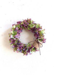○アーティフィシャルフラワー紫陽花のリース 18㎝グリーンとパープルのグランデーションが綺麗な紫陽花のリースです。ギフトボックスに入れてお届けします。感謝の気持ちを込めて大切な方への贈り物に☆母の日ギフト用にはラッピングの際にThanks Motherカードをお付けします。贈り物 新築お祝い 退職お祝い引っ越しお祝い ウエディング 母の日ギフト☆メッセージのお返事遅くなる場合がありまがご了承ください。