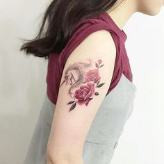 Para apaixonados por #unicornios❤️ Tatuagem feita por @tattooist_flower  #unicorn #rose #rosas #tattoo #tattoo2me #tatuagem #ink #inked #arte #art #drawing #draw #tatouage #Tatowierung #tatuaje #artenapele #tinta #t2m #euquero #dibujo #dessin #tattoobrasil #brasil