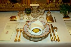 http://royalista.com/wp-content/images/73439/full/1420120931/queen-margrethe_table-settings_decoration--h=500.jpg