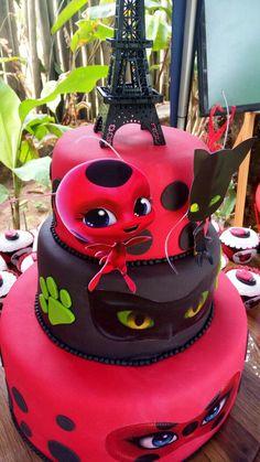 Bolo Miraculous#Ladybug Bolo Miraculous Ladybug, Bolo Lady Bug, Ladybug Party Supplies, Ladybug Cakes, Ladybug Cake Pops, Barbie Birthday, Birthday Cakes, Novelty Cakes, Themed Cakes