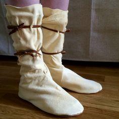 Nu har vi Sytt höga mockasiner av sämskskinn. Homemade high moccasins made of chamois leather.  Princess Mononoke, cosplay.