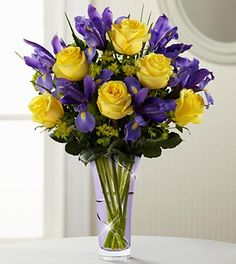 Beautiful Mother's Day arrangement. I'd love to recieve this:)