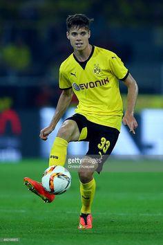 Julian Weigl Julian Weigl, Love Me Like, Soccer, Alex Morgan, Running, Athletes, Hot, Game, Stars