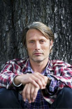 A close up version of an oldie but goodie -- Mads Mikkelsen sporting the double plaid. Nbc Hannibal, Hannibal Lecter, Hannibal Funny, Mads Mikkelsen, Sir Anthony Hopkins, Thing 1, Hugh Dancy, Gary Oldman, Jeremy Renner