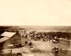 Cowboys and wagons gather in Dodge City in the late - History Dodge City Kansas, Old Western Towns, Old West Town, American Frontier, Native American History, American Indians, Photography For Beginners, Le Far West, History Photos