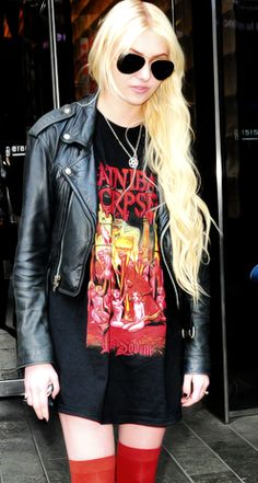 Taylor Momsen in a Cannibal Corpse tee!! I hate her, but her style is great