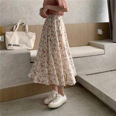 Korean Summer Outfits, Long Skirt Outfits For Summer, Korean Skirt Outfits, Korean Fashion Summer, Korean Girl Fashion, Floral Skirt Outfits, Modest Outfits, Floral Skirts, Midi Skirts
