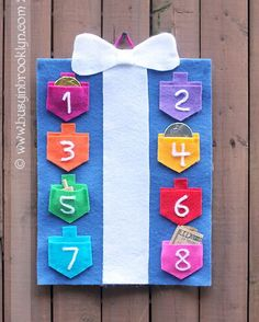 A countdown to Hanukkah calendar with draidel pockets for each night. The pockets are perfect little holders for Chanukah chocolate coins, the real (green) stuff, draidels and little gifts. http://hative.com/jewish-hanukkah-crafts-for-kids/