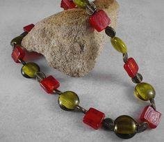 Glasketten - Glasperlenkette rot olivgrün mit bronze - ein Designerstück von…