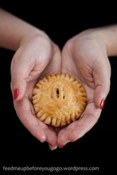 Handwärmer aus dem Ofen: Hand Pies mit Birnen-Amaretto-Zimt-Füllung